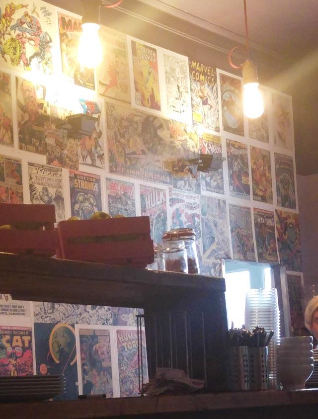 Zweite Bar im What do you fancy love mit Marvel Bilder an der Wand