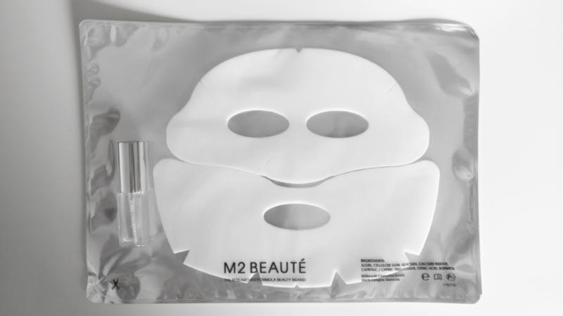 verpackte gesichtsmaske mit beauty spray