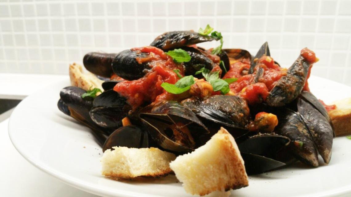 Zuppa di Cozze alla Tarantina – Muscheln im Tomatensud