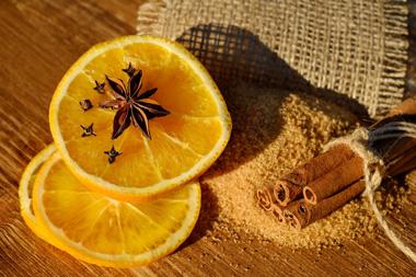 Zitrone mit Nelken gegen Bienen und Wespen
